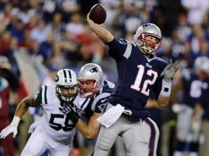 Tom Brady comandou a vitória com 3 TDs