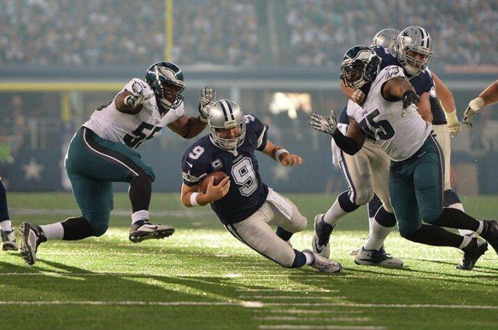 Tony Romo sofreu com o pass-rush dos Eagles