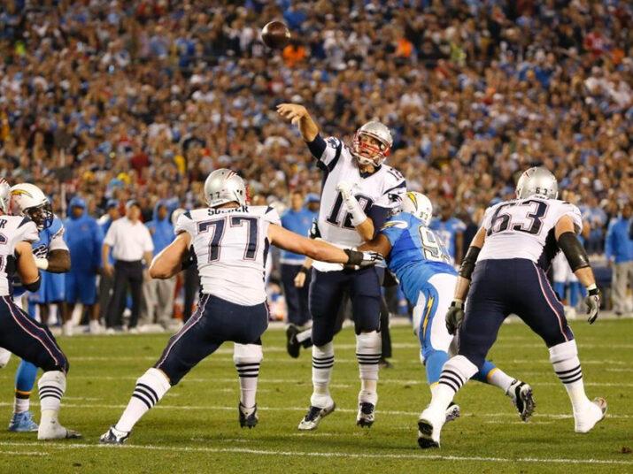 Tom Brady lançou 2 TDs no Qualcomm Stadium