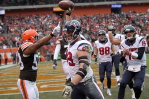 Watt anotando um TD contra os Browns