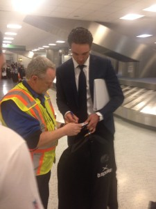 Osweiler já está distribuindo autográfos em Houston