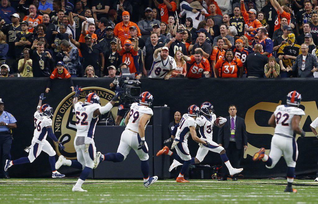 Jogadores dos Broncos comemoram a vitória