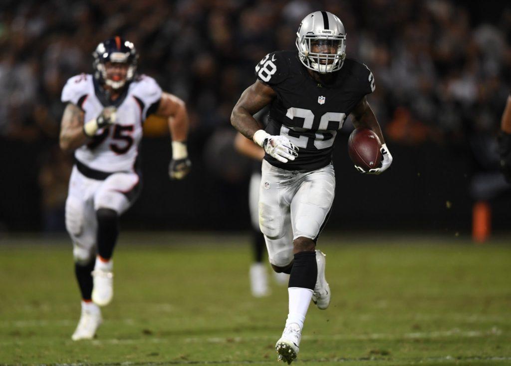 Murray correu para três touchdowns na vitória sobre os Broncos