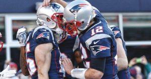 Brady celebra o TD do joo 201 com Hogan